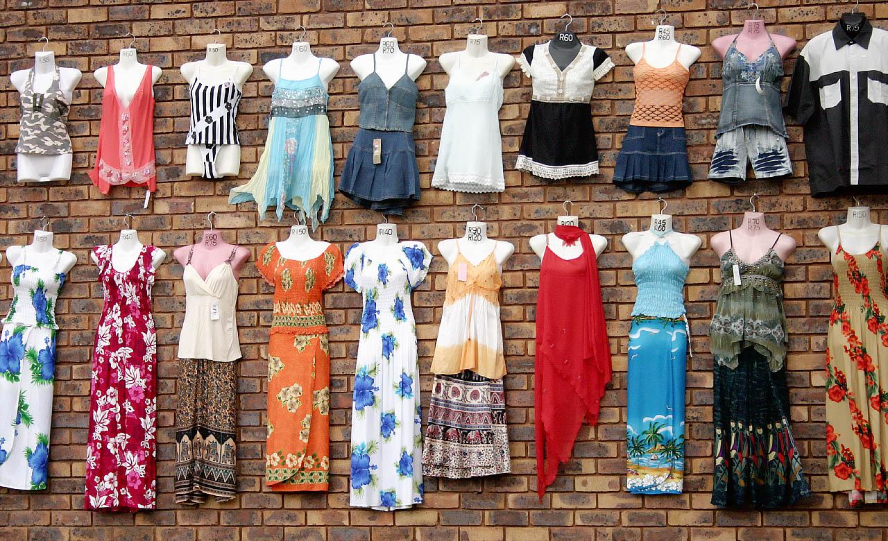 Podróbki odzieży markowej – świadomy wybór czy konieczność?